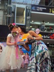 """Настюша принимает поздравление от модели-члена жюри конкурса """"Маленькая леди"""" за второе место в конкурсе)"""