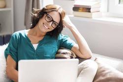 Молодые мамы «висят» в интернете 4,5 часа в день