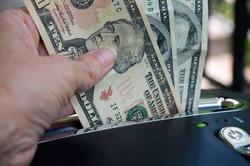 Власти не будут ограничивать продажу валюты