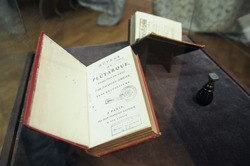 Выставка с личными вещами Екатерины II открылась в Екатеринбурге