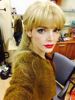 Лиза Боярская теперь платиновая блондинка