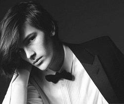 Сын Пирса Броснана – успешная модель, лицо компании Saint Laurent