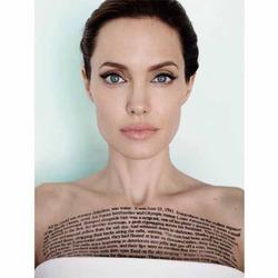 У Анджелины Джоли новая татуировка