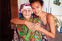 Ирина Шейк сделала татуировку с именем бабушки
