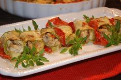 Рулетики из кабачков с сыром, курицей и белыми грибами