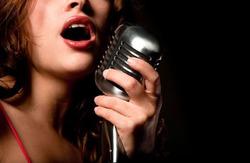 Красивую женщину можно узнать по голосу