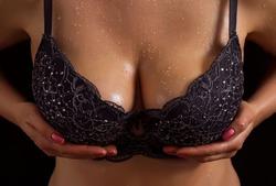 Объём груди и страсть к покупкам связаны