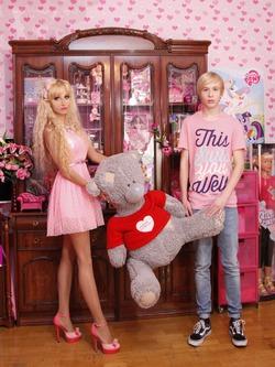 Украинский Кен приехал в Москву покорить сердце русской красавицы Барби!