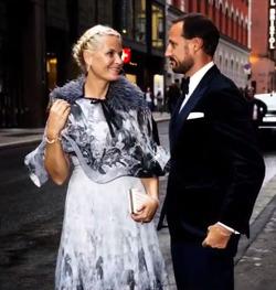 Члены норвежской королевской семьи посетили свадьбу