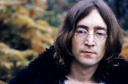 Распродаются вещи Джона Леннона