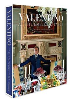 Дизайнер Валентино написал книгу