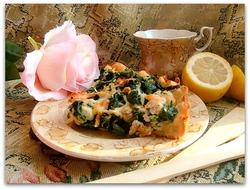Открытый пирог из судака и шпината