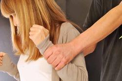 20% мужчин применяют к женам насилие