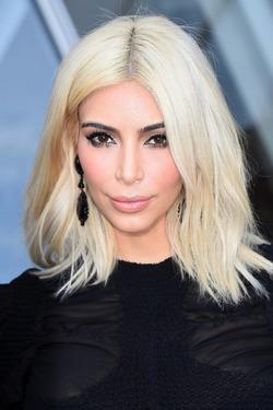 Ким Кардашян грозит удаление матки