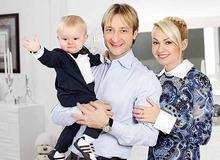 Евгений Плющенко, Яна Рудковская и сын Саша фото