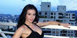 У венесуэльской модели и певицы лопнула грудь во время тренировки