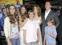 Арнольд Шварценеггер со своими детьми и экс-супругой фото