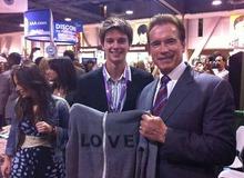Патрик с отцом на благотворительном аукционе фото