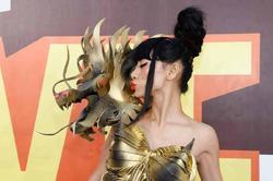 Хвост дракона и другие нелепые наряды MTV Movie Awards