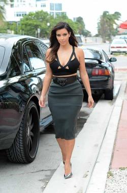 Ким Кардашян задала новую моду: лифчик вместо топа