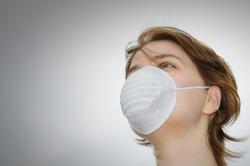 Маска из ткани не спасает от инфекции