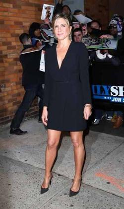 Вслед за Джоли Энистон начала рядиться в черный