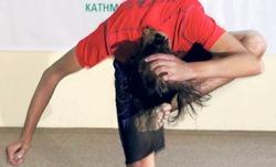 Имя студента из Непала внесли в Книгу рекордов Гиннесса благодаря умению бить себя по голове