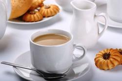 Чай с молоком отбеливает зубы