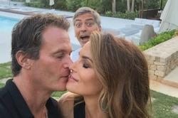 Клуни «вмешался» в романтический кадр Кроуфорд