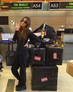 Кети Топурия возвращается домой с 800 кг багажа