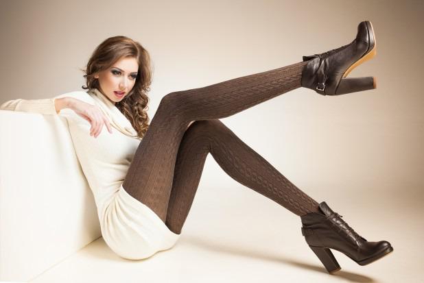 загорелые ножки красавицы в колготках фото