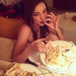 Модели и актрисы продвигают ЗОЖ, а сами едят бургеры