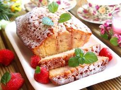 Кекс с клубнично-мятным сиропом