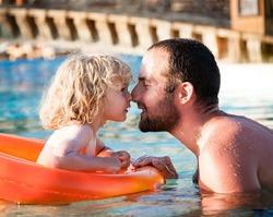 Учёные: через 5-10 лет мужчины будут вынашивать и рожать детей
