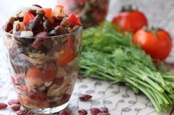 Салат из красной фасоли с опятами