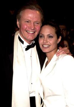 Анджелина Джоли не собирается общаться со своим отцом