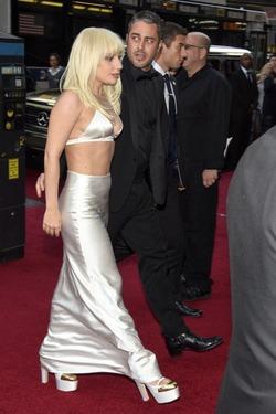 Леди Гага с новой фигурой и в сексуальном наряде