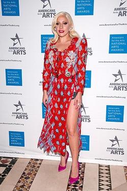 Леди Гага назвала шоу-бизнес «чертовым клубом для мальчиков»