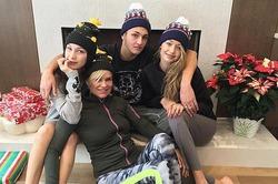 Джиджи и Белла Хадид отпраздновали Рождество с братом и мамой