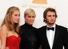 Экс-супруга Шона Пенна Робин Райт с их общими детьми фото