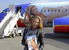 Скандально известный самолет с изображением Бар Рафаэли фото