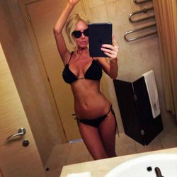 Маша Малиновская выровняла грудь