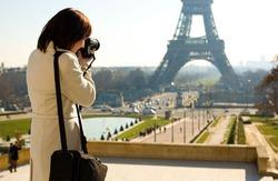 Самым популярным местом для селфи названа Эйфелева башня
