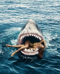 Рианна приняла участие в фотосессии с акулами