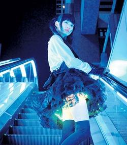 Японские дизайнеры стали шить юбки с внутренней подсветкой