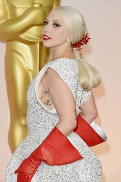 Леди Гага явилась на «Оскар» в жутком наряде