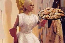 Леди Гага стала рекордсменкой по числу мемов на «оскаровский» наряд