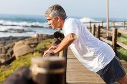 Минута упражнений в день может спасти жизнь пожилому человеку