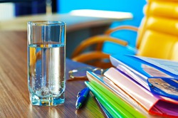 Перед принятием важного решения выпейте стакан воды