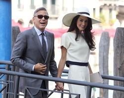 Пресс-секретарь Джорджа Клуни опроверг слухи о разводе пары